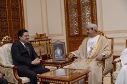 وزير المكتب السلطاني يبحث العلاقات بين السلطنة والمغرب