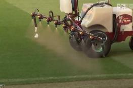مانشستر يونايتد يرش أرضية ملعبه بالثوم قبل لقاء ليفربول