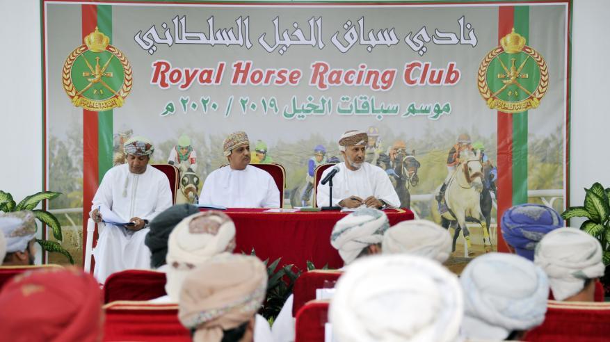 أمين عام شؤون البلاط السلطاني يناقش مع ملاك ومربي الخيول تطوير سباقات 2020