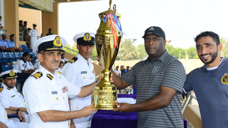 تتويج الفائزين بختام بطولة البحرية السلطانية العمانية للسباحة 2019