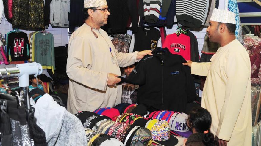 خالد البلوشي: الملابس الجاهزة تجذب الزوار