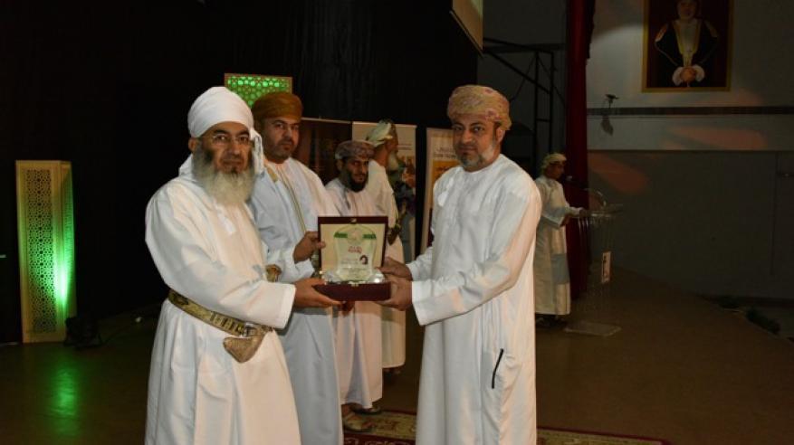 بنك نزوى يرعى مسابقة لحفظ القرآن الكريم بجنوب الباطنة