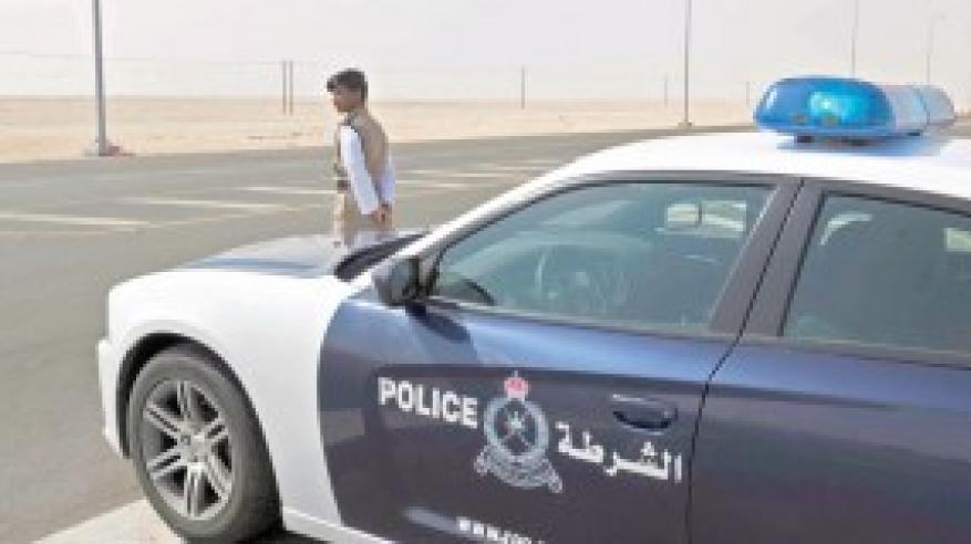 القبض على مواطنين بتهمة السرقة بالإكراه بمسقط