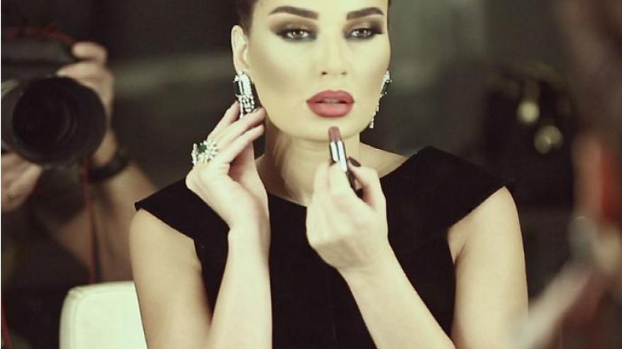 """سيرين عبد النور تُحذر من مخاطر عمليات التجميل في """"بلا حدود"""""""