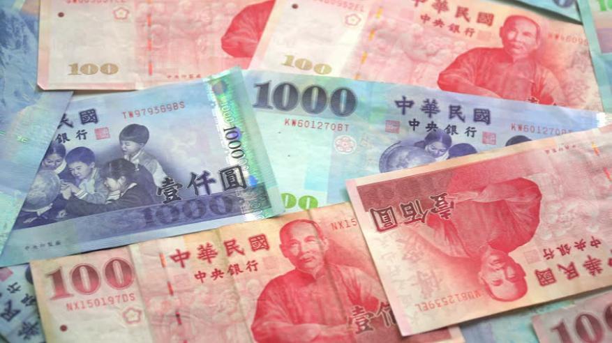 """""""بلومبرج"""": الدولار التايواني """"فائز غير متوقع"""" في الحرب التجارية"""