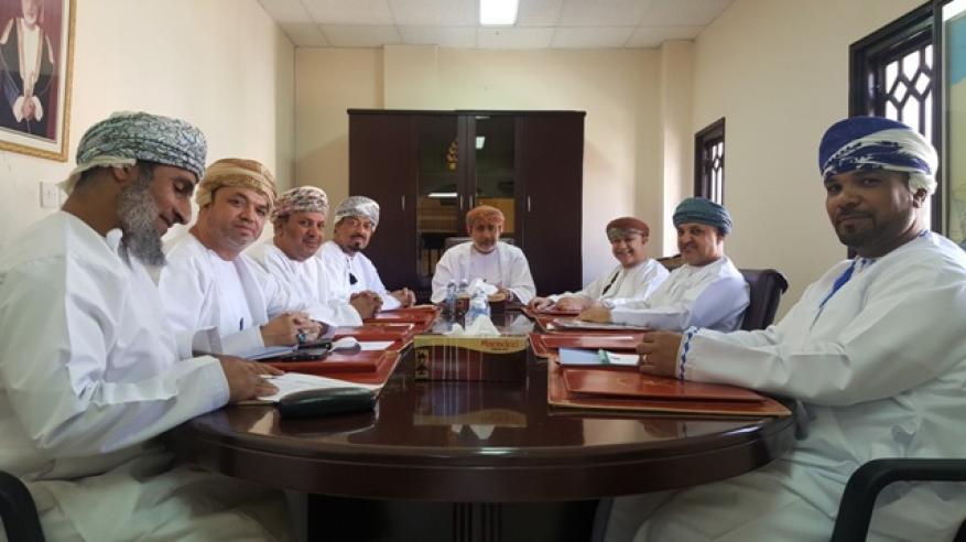 شؤون بلدية مطرح تناقش مشروع سد الحماية في وادي عدي