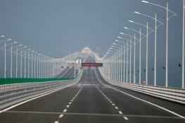 بالصور.. افتتاح أطول جسر بحري في العالم والذي تسبب في  مقتل 18 عاملا