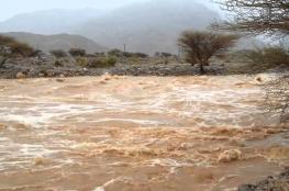 أمطار غزيرة على محافظة شمال الباطنة .. وبلاغ باحتجاز مركبة بوادي سيح الطيبات