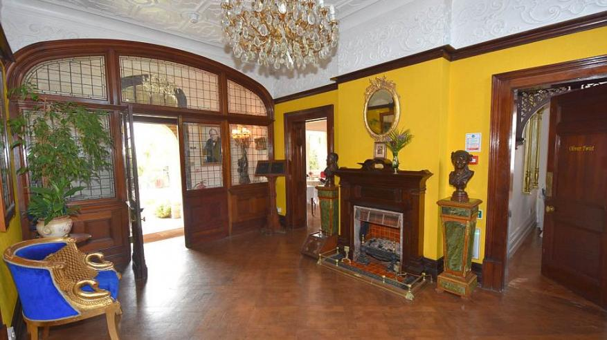 بالصور.. منزل تشارلز ديكنز للبيع بنصف الثمن1