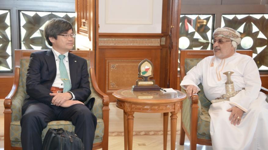 """الحاصل على """"نوبل في الفيزياء"""" يتطلع لتوطيد التعاون العلمي بين السلطنة واليابان"""