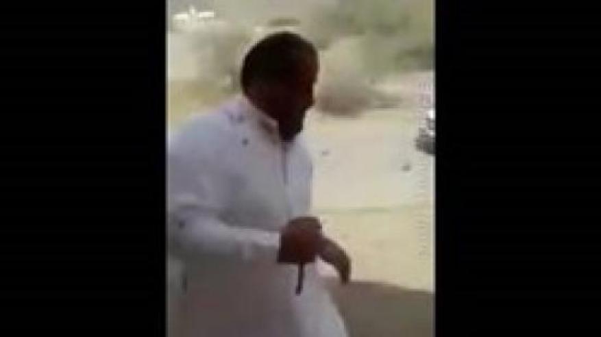 بالفيديو.. مشاجرة عنيفة بالأسلحة البيضاء والأحذية داخل مسجد بالسعودية