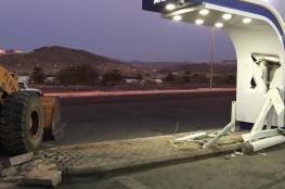 بالصور.. سرقة صراف آلي في السعودية باستخدام بلدوزر