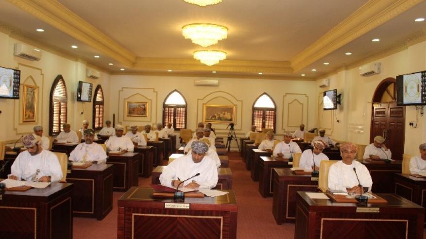 اعضاء المجلس خلال الاجتماع