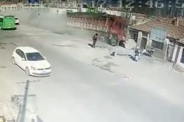 بالفيديو.. شاحنة تقتل 5 أـششخاص وتهدم 3 منازل
