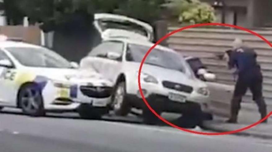 """بالفيديو .. لحظة القبض على الإرهابي منفذ """"مجزرة المسجدين"""""""