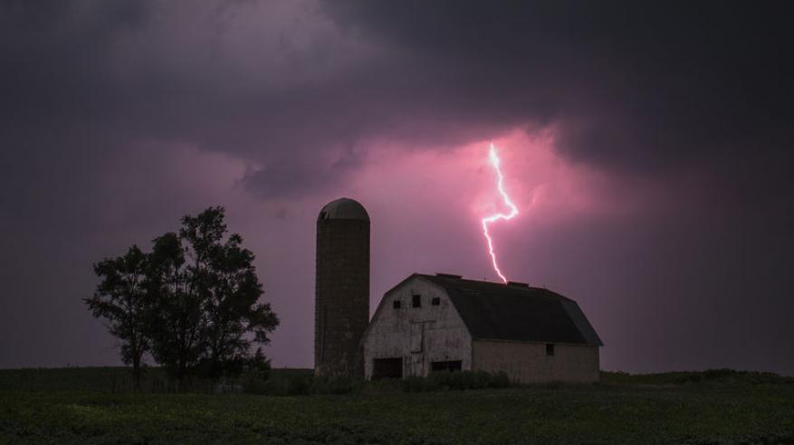 توقعات بعواصف رعدية عاتية في الغرب الأوسط الأمريكي