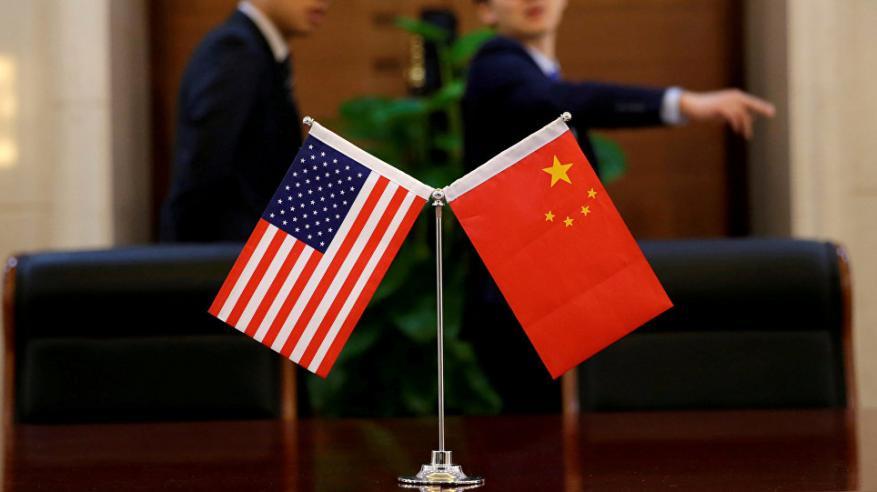 """اشتعال """"حرب العملات"""" بين أمريكا والصين"""