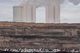 مكافحة التغير المناخي تهدد بمحو 2.3 تريليون دولار من الأسهم العالمية