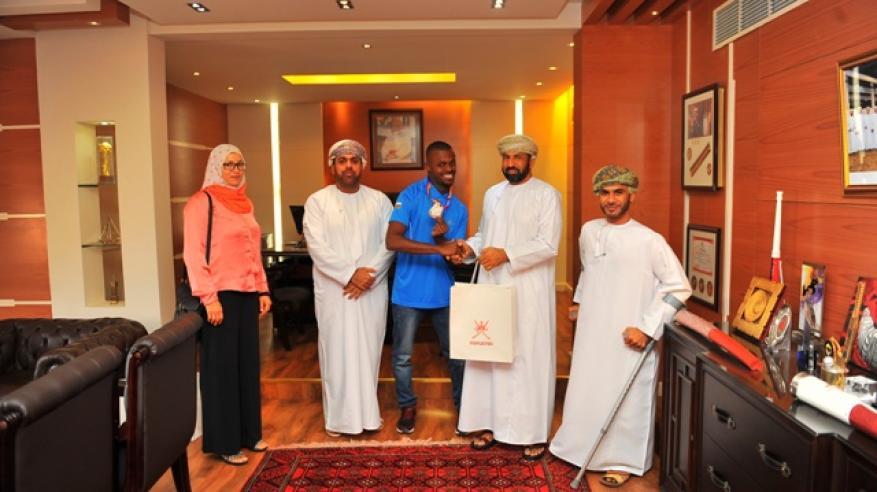 وكيل الشؤون الرياضية يستقبل محمد المشايخي صاحب فضية العالم