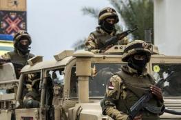 بالفيديو..الجيش المصري يدمر 10 سيارات لمهربي أسلحة على الحدود مع ليبيا