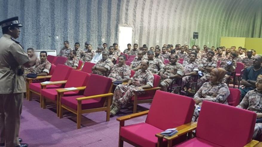 شرطة الداخلية تقدم محاضرة بمدرعات سلطان عمان بشافع