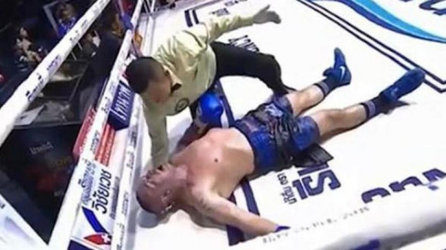 """بالفيديو.. لحظة وفاة ملاكم بالضربة القاضية في بطولة """"مواي تاي"""""""