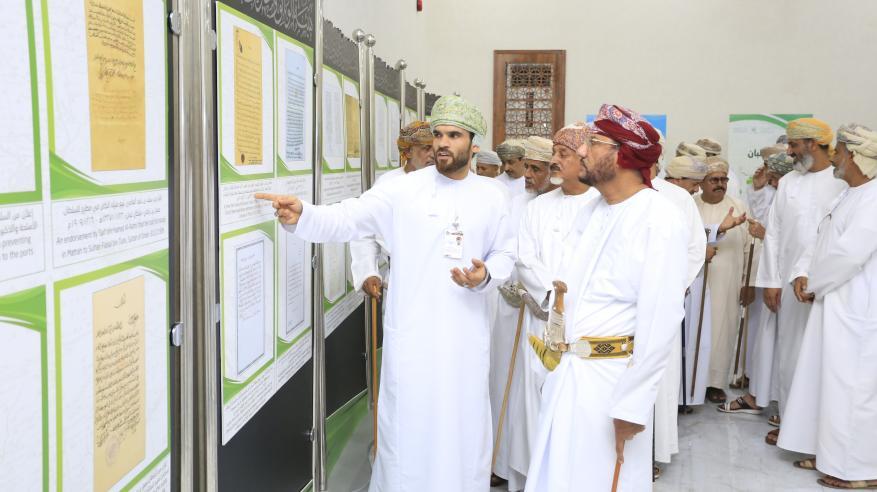 افتتاح المعرض الوثائقي بصلالة.. والوثائق تروي مسيرة عمان عبر التاريخ