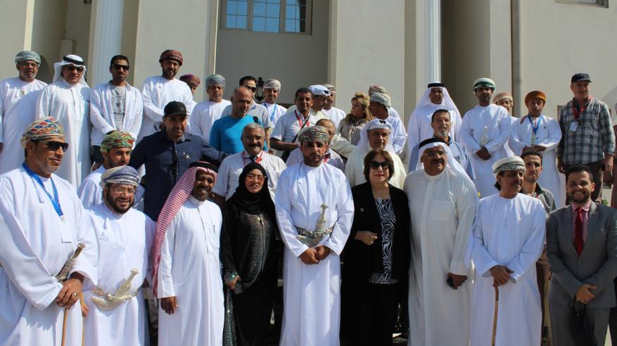 محافظ جنوب الباطنة يلتقي بالفنانين المشاركين في المسرح العربي الكوميدي