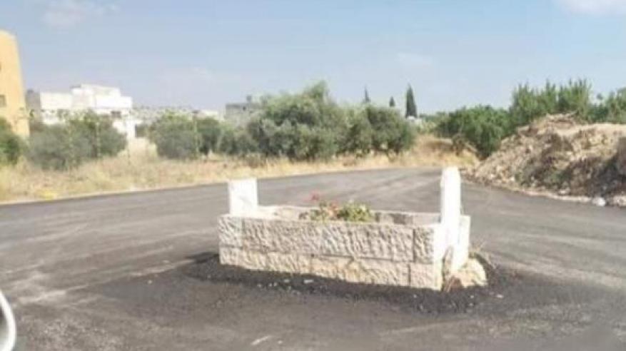 صدق أو لا تصدق .. شاهد قبر في الأردن يتحول إلى دوار مروري