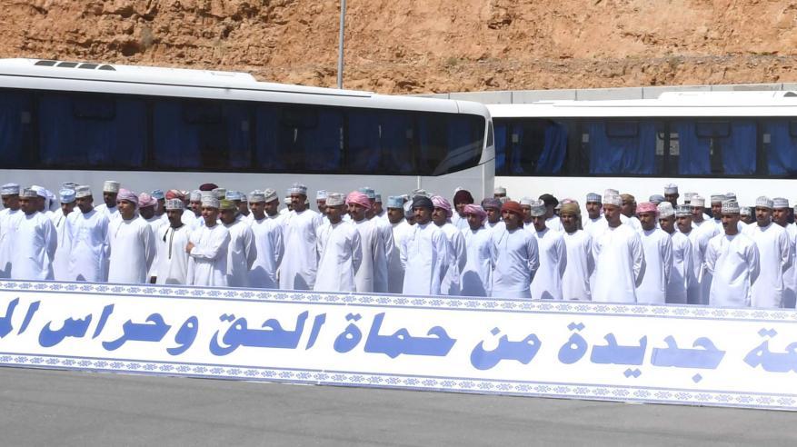 """دفعة جديدة من """"حماة الحق"""" تلتحق بشرطة عمان السلطانية.. وبدء المراحل التدريبية والتطبيقات العملية"""