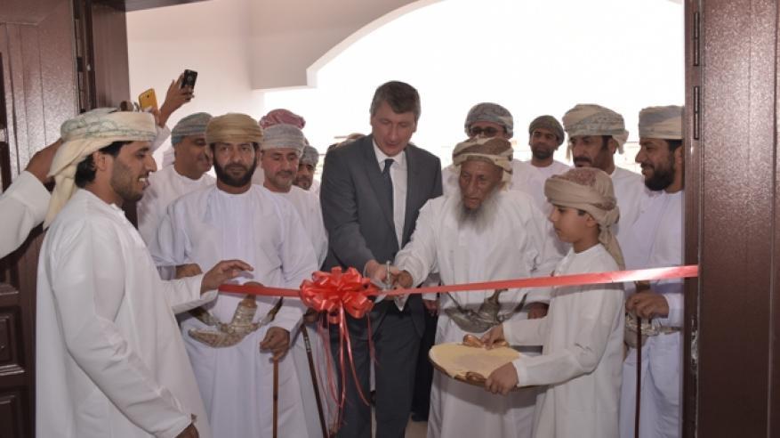"""""""تنمية نفط عمان"""" تفتتح مبنى المجلس العام بنيابة حمراء الدروع في عبري"""