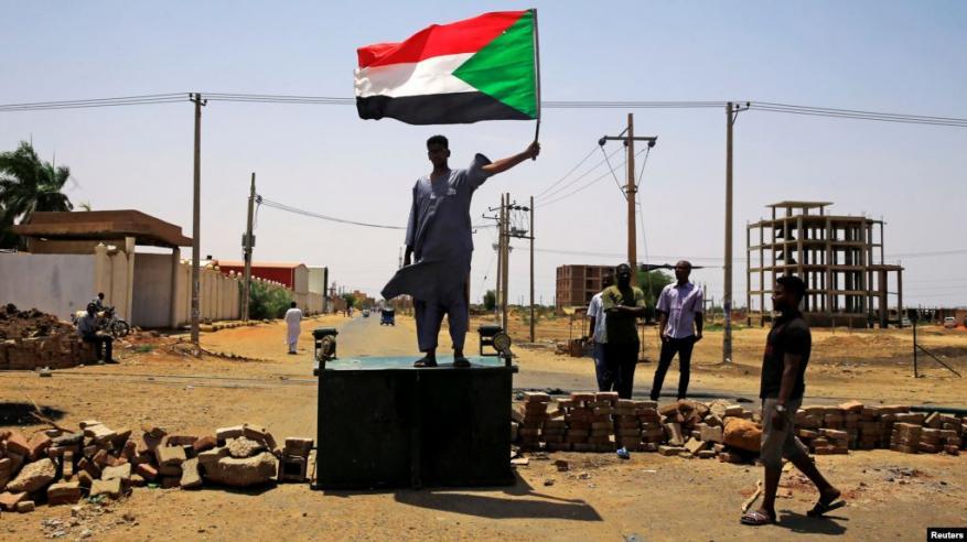 """""""مقاومة خلف الأبواب المغلقة"""".. شوارع الخرطوم في """"عصيان مدني"""""""