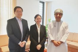 جامعة السلطان قابوس تناقش التعاون مع الجامعة السنغافورية