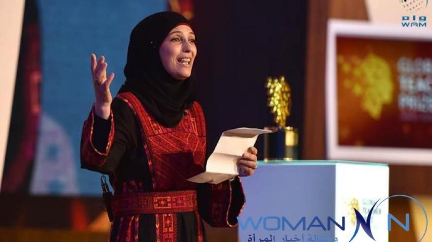 """بالفيديو.. عربية تربح مليون دولار بعد الفوز بلقب """"أفضل معلم في العالم"""""""