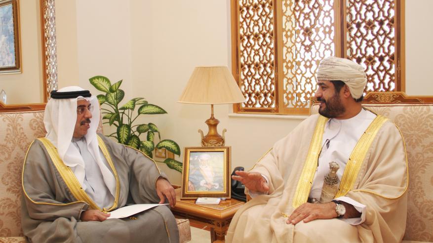 وزير الخدمة المدنية يتسلم دعوة للمشاركة في القمة العالمية للحكومات بدبي