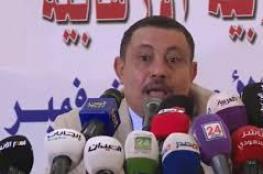 بالفيديو .. لحظة رشق وزير الإعلام اليمني عبدالسلام جابر بالحذاء