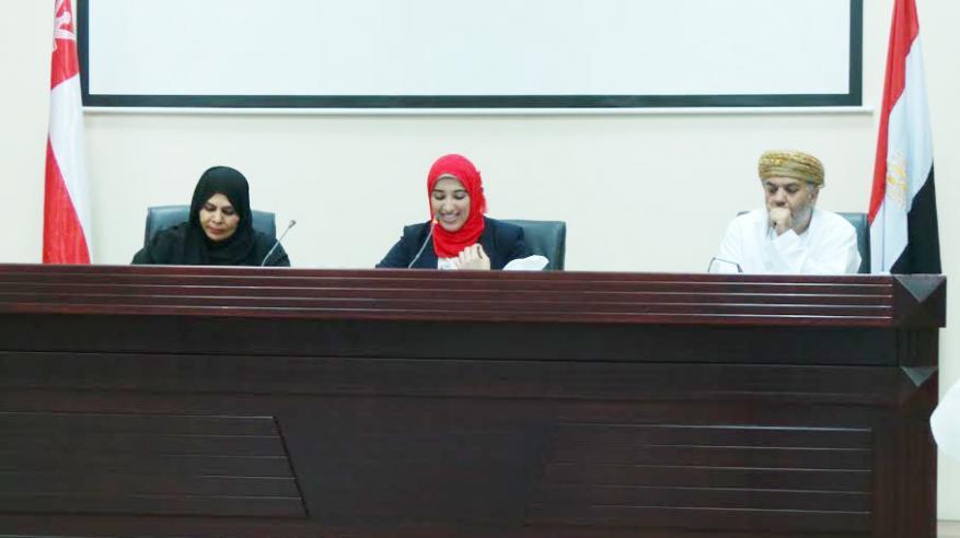 """""""الكتاب والأدباء"""" بالبريمي تنظم أمسية شعرية عمانية ومصرية"""