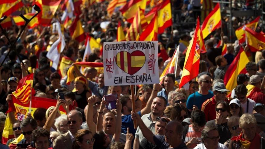 الصوت الآخر يعلو.. عشرات الآلاف يحتجون ضد استقلال كتالونيا