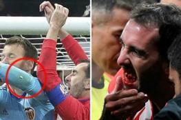 بالفيديو.. مدافع أتليتكو مدريد يفقد أسنانه