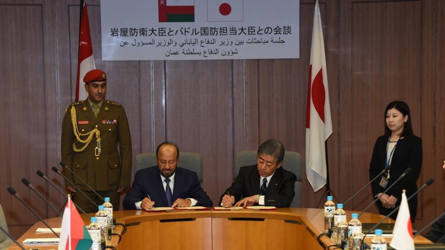 السلطنة واليابان توقعان مذكرة تعاون عسكري.. ومباحثات رسمية لاستعراض العلاقات