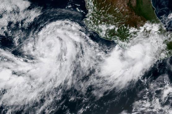 """الإعصار """"ماريا"""" إلى الفئة الخامسة"""