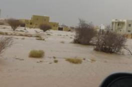 بالفيديو والصور.. أمطار على ولاية عبري والقرى التابعة لها