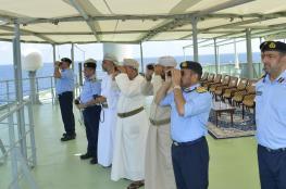 """قائد البحرية السلطانية العمانية يتابع فعاليات التمرين البحري """"أسد البحر"""""""