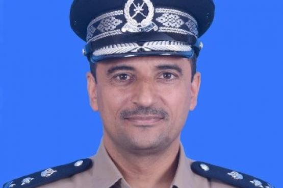 الشرطة تضبط 3 متهمين بسرقة 52 ألف ريال عماني من مركبة بصحم