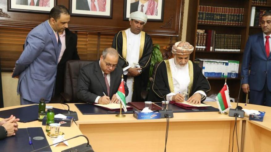 وزير العدل يوقع مذكرة تفاهم مع المعهد القضائي الأردني لتعزيز التعاون في مجالات التدريب القانوني