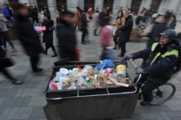 عامل نظافة فقير يتبرع براتبه للأطفال المحتاجين