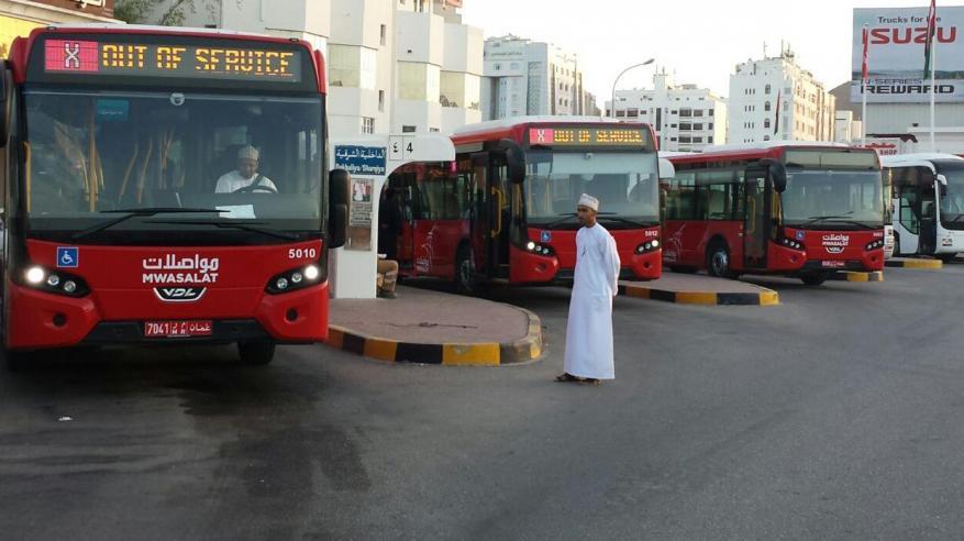 """3.7 مليون راكب على متن حافلات """"مواصلات"""" خلال العام الماضي.. وزيادة 30% بأعداد الركاب العمانيين"""