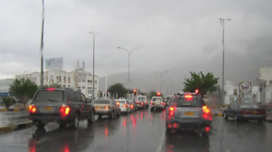 هطول أمطار متفاوتة الغزارة على الباطنة والداخلية ومسقط