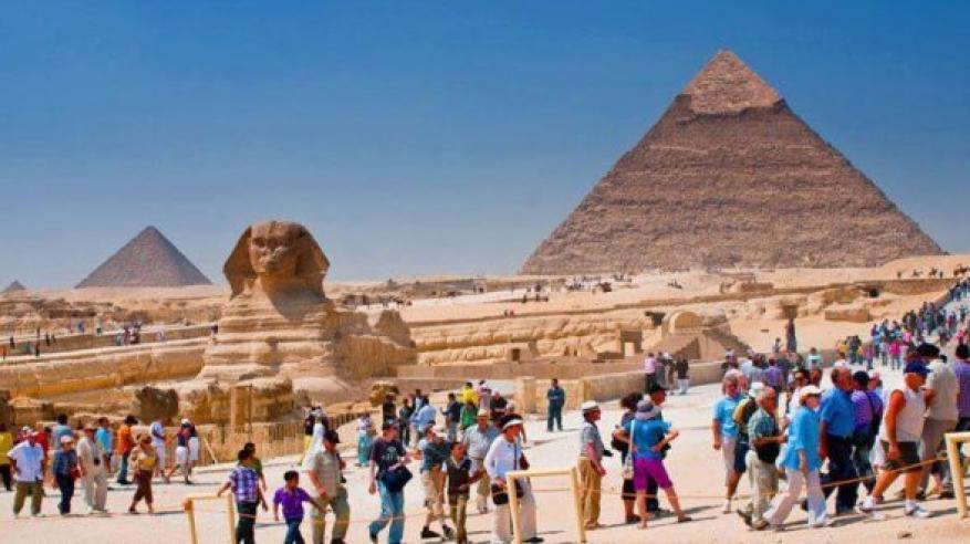 مصر تستهدف زيادة أعداد السائحين 11% إلى 12 مليونا