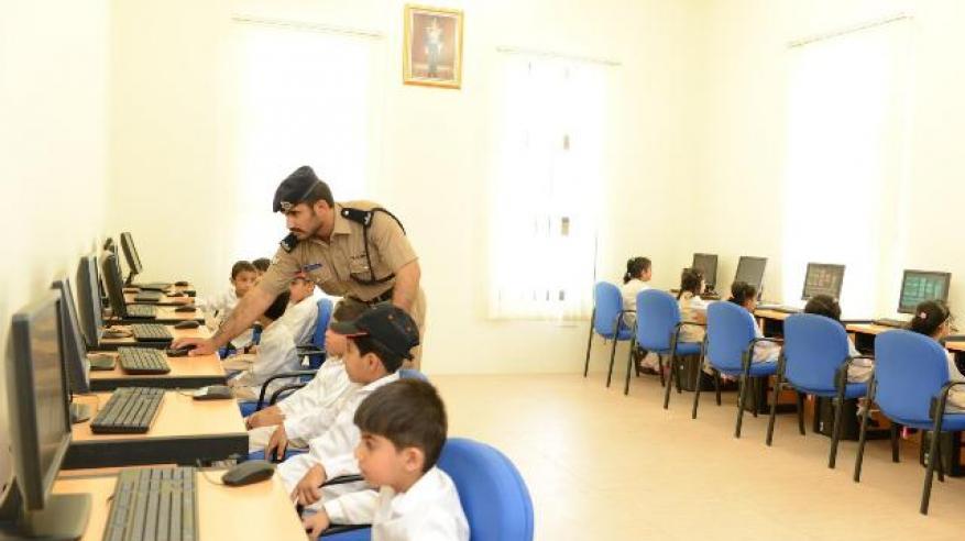 شرطة عمان السلطانية تواصل جهود التوعية بالوسائل المختلفة